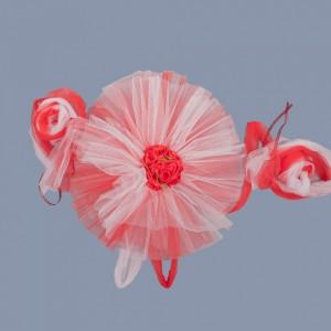 Decor masina nunta tulle rosu si trandafiri