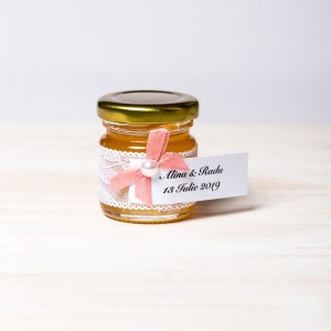 Marturii botez borcanele miere cu dantela alba si fundita roz prafuit